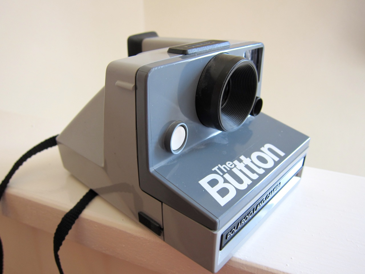 Polaroid Land Camera – The Button